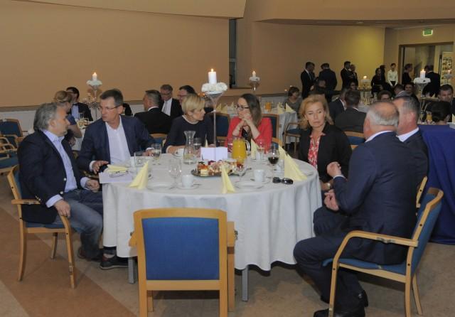 Laureaci konkursu – uczestnicy panelu dyskusyjnego oraz Robert Krool.