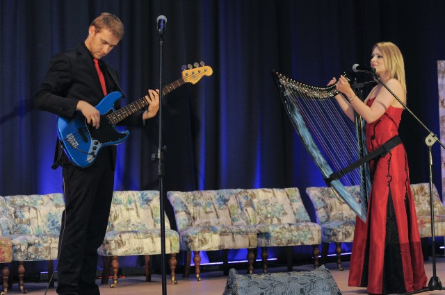 Mini koncert w wykonaniu duetu: Jadwiga Tomczyńska i Maksymilian Ambroziak.